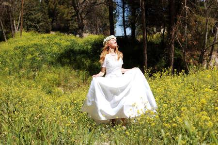 mujer: novia en bosque
