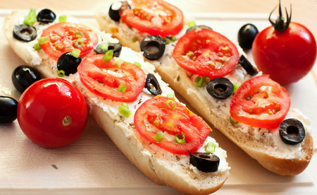 mea: sandwiches with tomatoes, black olives and feta