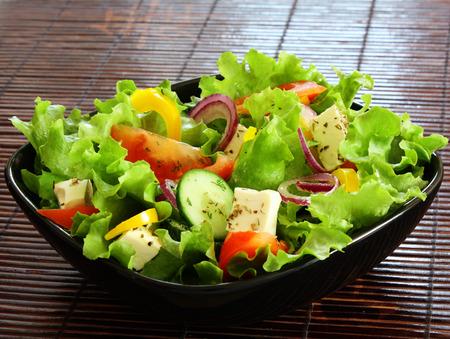 greek salad in black plate 免版税图像