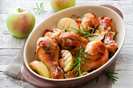 Fried chicken drumsticks with apples and rosemary