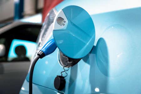 전기 자동차의 충전을위한 전원 공급 장치 스톡 콘텐츠