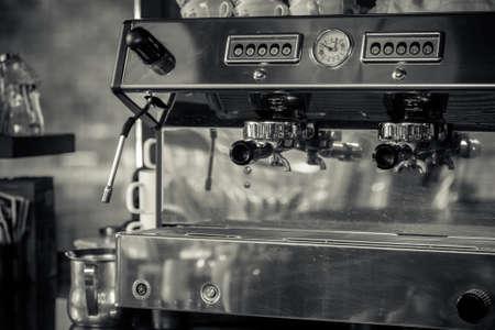 레스토랑에서 커피 머신 스톡 콘텐츠