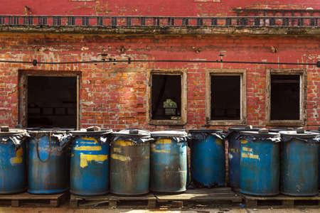 industria quimica: Varios barriles de tóxico