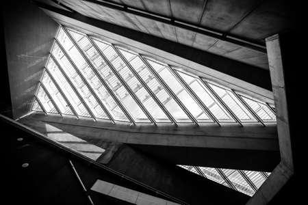 sustentabilidad: Edificio de alta tecnolog�a conceptual moderno Foto de archivo