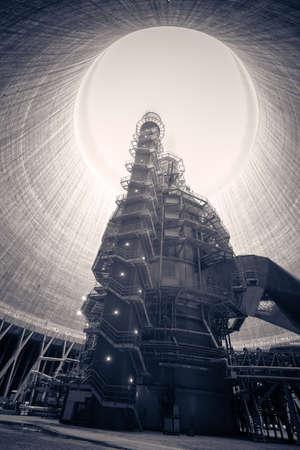 대형 굴뚝이있는 화력 발전소