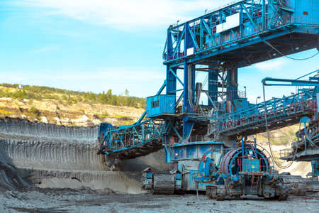 heavy machinery: M�quinas para la miner�a en el primer mina