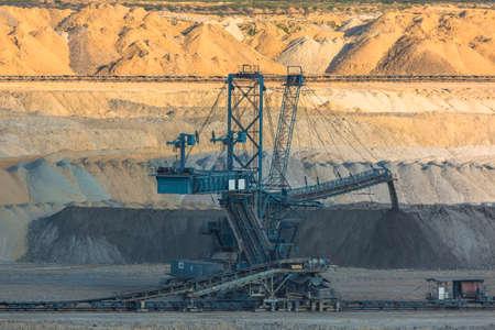 maquinaria: Máquinas para la minería en el primer mina