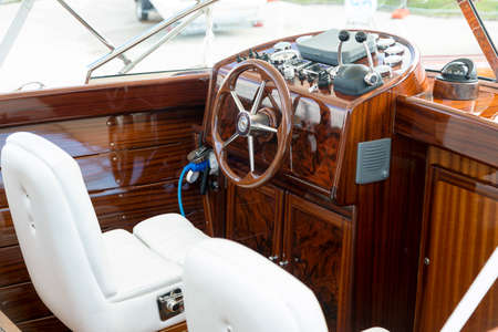 Instrument panel and steering wheel of a motor boat