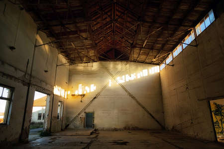 creepy: Dark creepy abandoned house interior