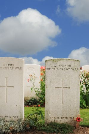 anonymus: Graves of unknown fallen soldiers in World War I at Tyne Cot cemetery in Passchendaele, Ypres, Flanders Stock Photo