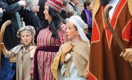 procession: Brujas (Brujas), B�lgica - el 13 de mayo: Procesi�n de la Santa sangre. Procesi�n religiosa anual que se remonta a 1303, atrayendo a 30.000 visitantes este a�o. 13 De mayo de 2010 en Brujas (Brujas), B�lgica. Editorial