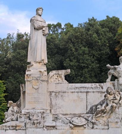 humanism: Estatua del padre del humanismo Petrarca (Francesco Petrarca) en Arezzo, Toscana, Italia, Europa Foto de archivo