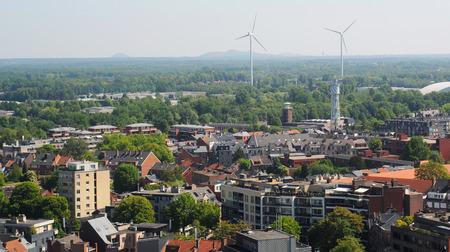 Blick über Hasselt mit geschlossenen Kohlebergwerken im Hintergrund, Limburg, Belgien, Europa Standard-Bild - 37498225
