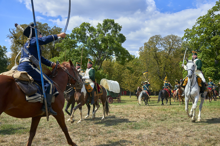 Slavkov u Brna, Czech Republic - August 11, 2018: Historical reenactment of Battle of the Three Emperors in Slavkov-Austerlitz, cavalery goes on the attack Banque d'images - 114642756