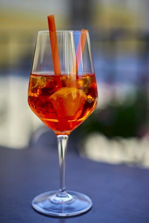 Aperol Spritz in glass, close up on dark background Standard-Bild - 114618446