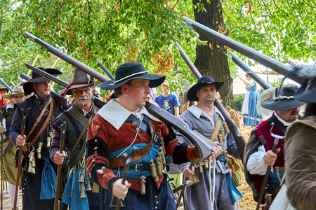 Brno, Czech Republic - August 18, 2018: Historical reenactment Day of Brno. Infantrymen in historical costumes Banque d'images - 122970780