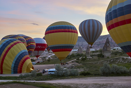Cappadocia, Turkey - May 02, 2013 ? Colorful hot air balloons flying over the valley at Cappadocia. Hot air balloons are traditional touristic attraction in Cappadocia. Banque d'images - 122970793