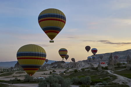 Cappadocia, Turkey - May 02, 2013: Colorful hot air balloons flying over the valley at Cappadocia. Hot air balloons are traditional touristic attraction in Cappadocia. Banque d'images - 122970800