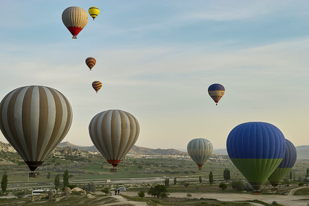Cappadocia, Turkey - May 02, 2013: Colorful hot air balloons flying over the valley at Cappadocia. Hot air balloons are traditional touristic attraction in Cappadocia. Banque d'images - 122970804