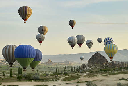 Cappadocia, Turkey - May 02, 2013: Colorful hot air balloons flying over the valley at Cappadocia. Hot air balloons are traditional touristic attraction in Cappadocia. Banque d'images - 122970805