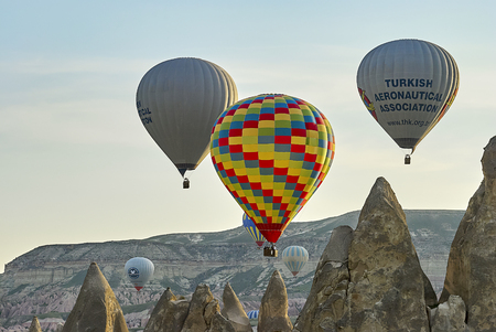 Cappadocia, Turkey - May 02, 2013: Colorful hot air balloons flying over the valley at Cappadocia. Hot air balloons are traditional touristic attraction in Cappadocia. Banque d'images - 122970807
