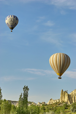 Cappadocia, Turkey - May 02, 2013: Colorful hot air balloons flying over the valley at Cappadocia. Hot air balloons are traditional touristic attraction in Cappadocia. Banque d'images - 122970810
