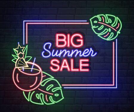 Enseigne au néon grande vente d'été avec feuilles fluorescentes et flamant rose. Enseigne électrique vintage.