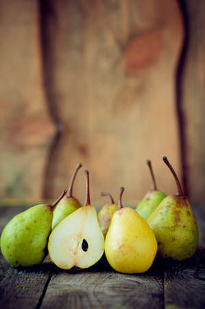lie: fresh pears lie on a wooden table Stock Photo