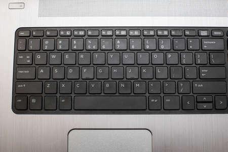 Primo piano di una tastiera nera di un laptop moderno. Archivio Fotografico