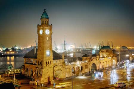Hambourg la nuit, Allemagne Banque d'images - 63536681