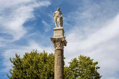 Statua di Ercole ad Alameda de Hercules a Siviglia, Spagna Archivio Fotografico