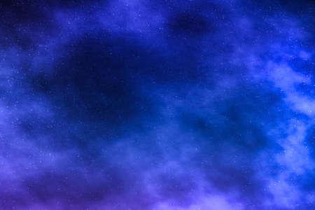 Résumé cosmique, voyage dans l'espace et futur concept scientifique - Fond d'étoiles du ciel nocturne, nuages de nébuleuse dans le cosmos