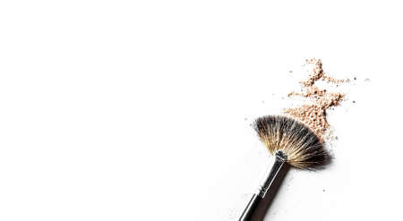 Beauty texture, cosmetic product and art of make-up concept - Brush and beige powder close-up isolated on white background Banco de Imagens