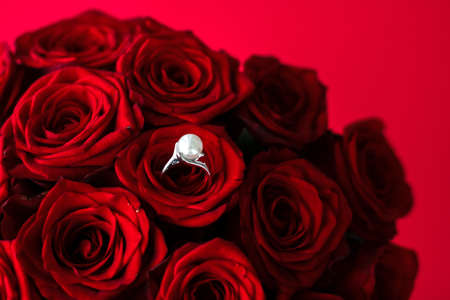 Gemstone jewellery, wedding present and engagement proposal concept - Beautiful white gold pearl ring and bouquet of red roses, luxury jewelry love gift on Valentines Day and romantic holidays Stok Fotoğraf