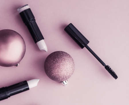 Cosmetic branding, fashion blog cover and girly glamour concept - Make-up and cosmetics product set for beauty brand Christmas sale promotion, luxury purple flatlay background as holiday design 写真素材 - 133606690