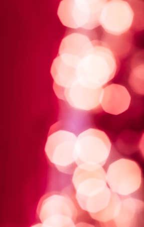 Urlaubsbranding, Glam- und Glow-Konzept - Glamouröser weißer glänzender Glitzer auf rosa abstraktem Hintergrund, Weihnachten, Neujahr und Valentinstag Hintergrund, Bokeh-Overlay für Luxus-Urlaubsmarkendesign Standard-Bild