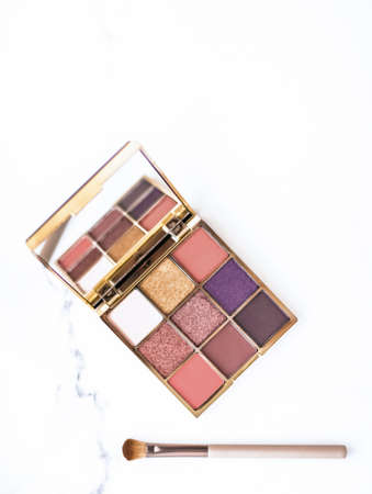 Cosmetic branding, fashion blog and glamour set concept - Eye shadow palette swatches on marble background, make-up and eyeshadows cosmetics product for luxury beauty brand and holiday flatlay design Reklamní fotografie