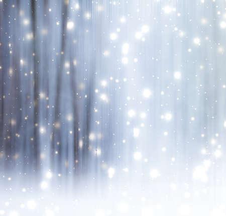 Feiertagsbranding, Fantasie- und Märchenkonzept - abstrakter Naturkunstdruck der Wintersaison und Weihnachtslandschaftsurlaubshintergrund, verschneiter magischer Wald als Luxusmarkenpostkarten-Designhintergrund