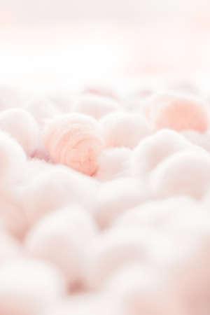 Cosmetologia, branding e concetto di pulizia - Sfondo di batuffoli di cotone biologico per routine mattutina, cosmetici spa, igiene e prodotti di bellezza naturali per la cura della pelle come design sanitario e medico