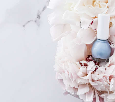 Nail polish bottles on floral background, french manicure and cosmetic branding design 写真素材 - 147589324