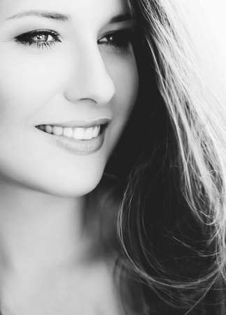 Happy woman smiling, brunette with long light brown hair, girl wearing natural makeup look, female showing healthy white teeth, beauty portrait for cosmetic or lifestyle brands 版權商用圖片