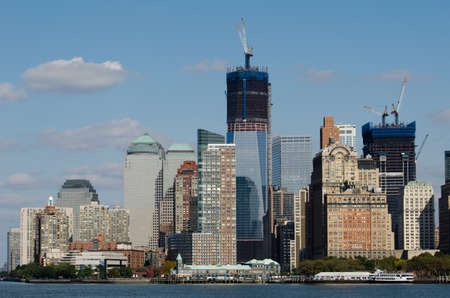 world trade center: the skyline of Manhattan seen from the hudson river side