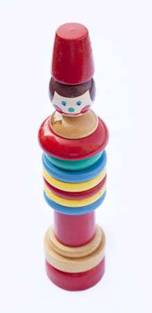 juguetes antiguos: Un juguete de apilamiento vintage, aislado en blanco, enfoque suave