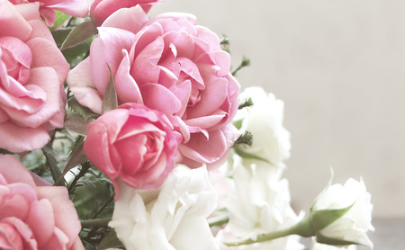 Floral background with bouquet of roses. Rectangular horizontal photo with flowers. Фото со стока
