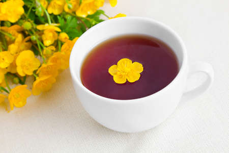 buttercup flower: Cup of tea