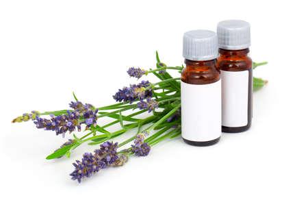 létfontosságú: Aromaterápia levendula olaj és levendula virág, elszigetelt, fehér, háttér Stock fotó