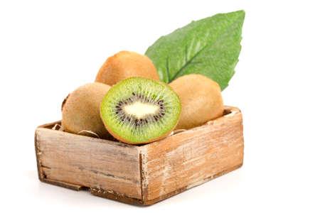 kiwi fruta: kiwi, aisladas sobre fondo blanco.