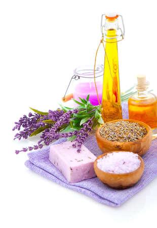 productos de aseo: Lavanda, sales de baño, aceites, aislados en fondo blanco