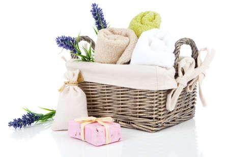 productos de aseo: Art?culos de higiene personal para el descanso, aislados en fondo blanco