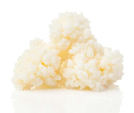 乳ケフィア粒。乳ケフィアや búlgaros は、ケフィア「穀物」、酵母・細菌発酵のスターターは、コーカサス山脈に由来する発酵乳飲み物です。